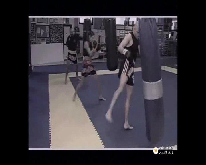 اصوا تمرینات ضربه دست و پا به کیسه بوکس